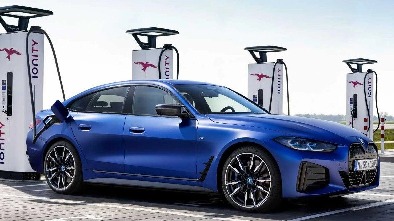 BMW'nin Türkiye'de Satışa Sunacağı Elektrikli Otomobiller